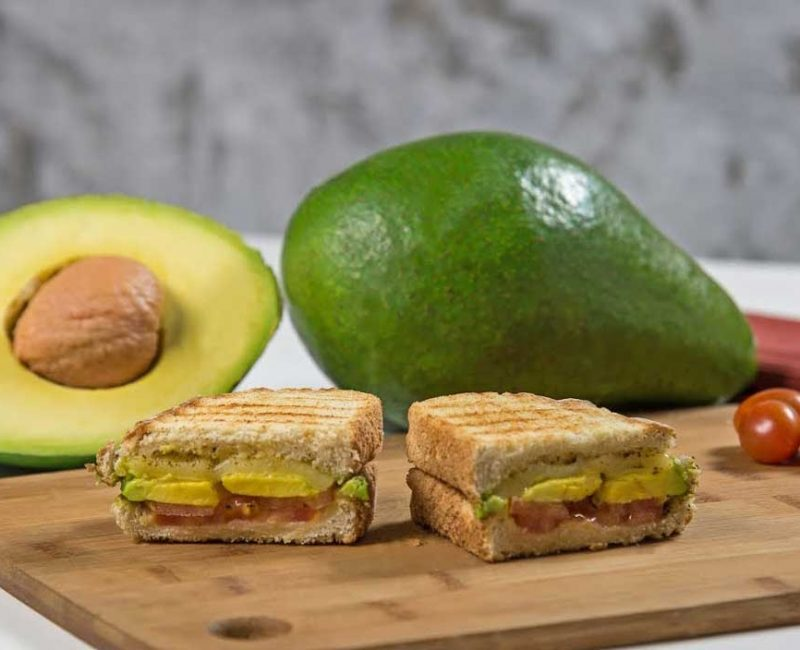 Sanduíche de Abacate com queijo