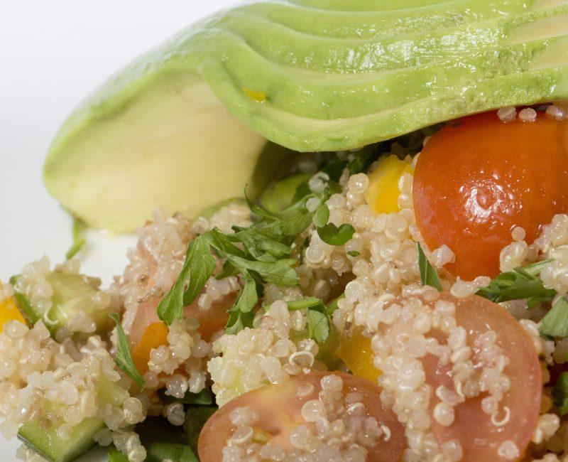 Quinoa com Abacate e Tomates