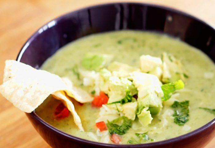 Sopa de Abacate com frango