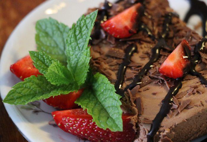 Torta Mousse de Cacau e Abacate